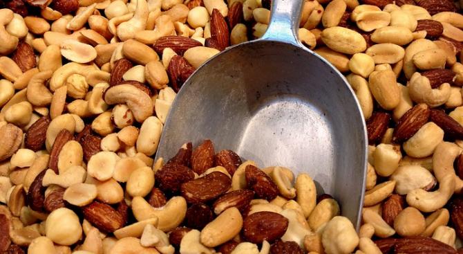 Австралийски учени установиха, че изяждането на две супени лъжици ядки
