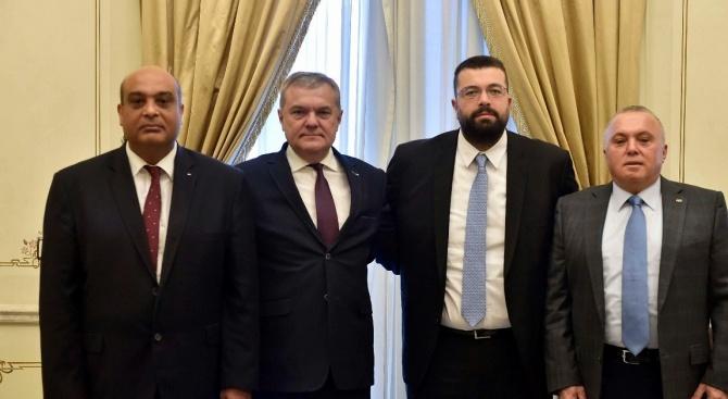 Председателят на ПП АБВ Румен Петков, от името на АБВ-Младежи