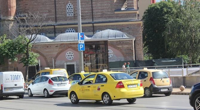 Протестът на таксиметровите шофьори цели институциите да се сезират и