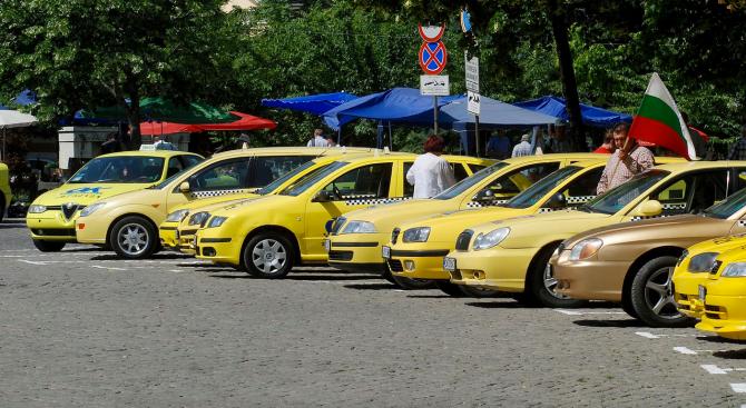 Протестното шествие на таксиметровите шофьори срещу нерегламентираните превози на пътници