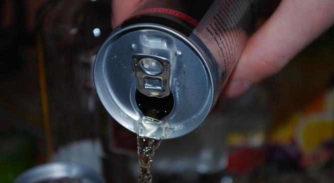 Властите в Замбия са забранили енергийна напитка, след като мъж