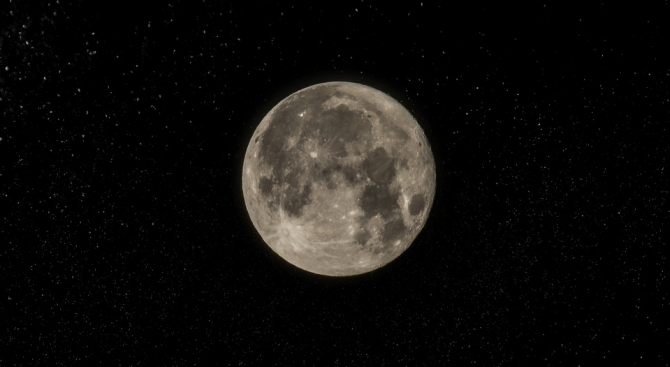Българска камера лети към Луната