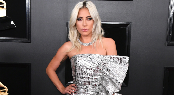 Певицата и актриса Лейди Гага прекарва доста време с актьора