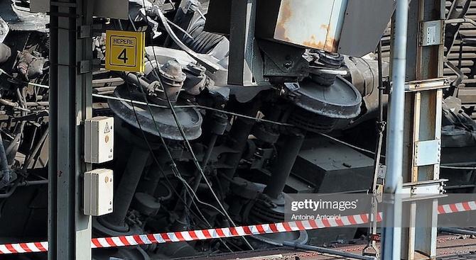 Товарен влак, превозващ амоняк и сода, дерайлира във френския департамента
