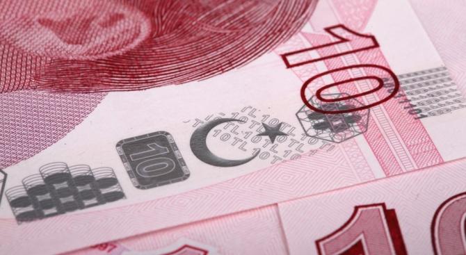 Турската лира поевтинява с над 2% спрямо американския долар с