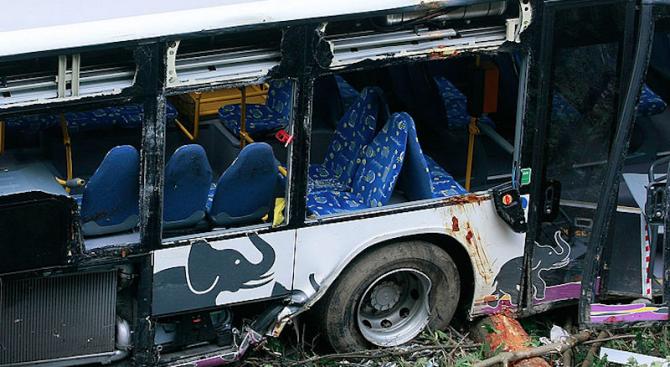Туристически автобус катастрофира в китайската провинция Хунан, като отне живота