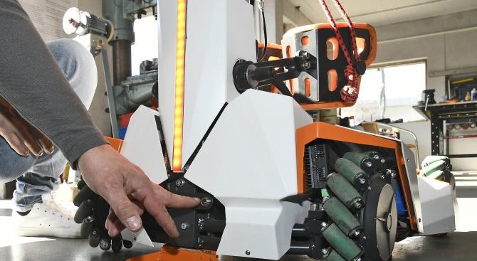 Български екип създаде роботизирано помощно средство за хора с увреждания.