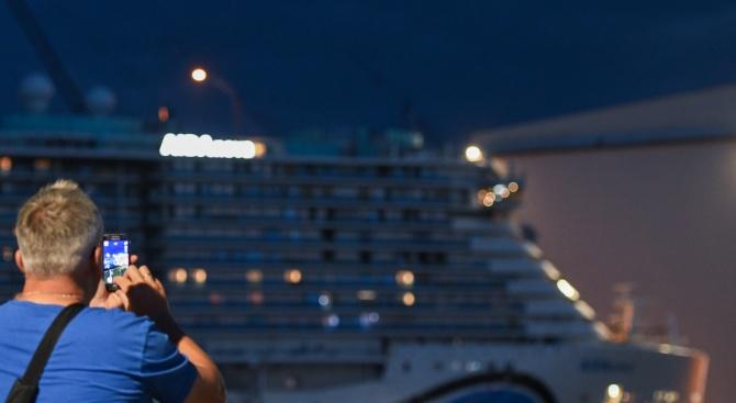 """Круизният кораб """"Вайкинг скай"""" с над 1300 души на борда,"""