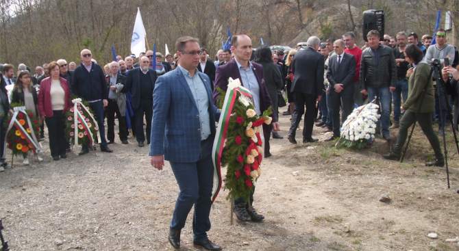 Евродепутатът Андрей Ковачев, народният представител Иван Миховски, областният управител Ваня