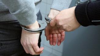 Двама мъже са задържани за участие в телефонна измама