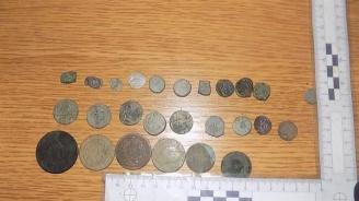 Спецоперация: Спипаха археологични предмети и старинни монети в ямболско село