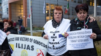 Инцидент беляза четенето на съдебното решение за Радован Караджич