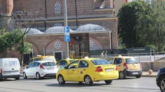 Таксиметровите шофьори настояват институциите да решат проблема с нерегламентираните превози