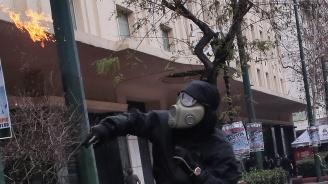Хвърлиха граната по руското консулство в Атина