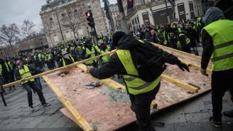 Френските жълти жилетки сринаха рейтинга на властта в Париж