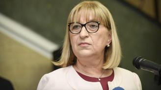 Цачева поиска КПКОНПИ и главният прокурор да я проверят за апартамента