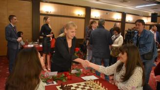 Елена Йончева: С ход на пешката може да бъде свален всеки един цар