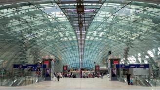 Полетите от и към франкфуртското летище бяха спрени за половин час заради безпилотни самолети