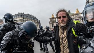 """Десетки арести в поредната събота на протести на """"жълтите жилетки"""" в Париж"""