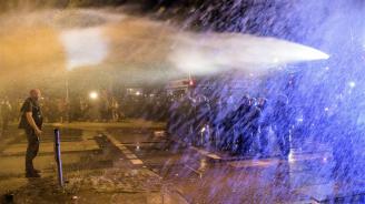 Полицията разгони с водни оръдия демонстрация на учители в столицата на Мароко