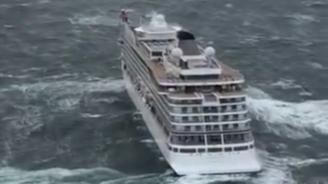 Авариралият край Норвегия круизен корабсе отправи към пристанище Молде с близо 900 души все още на борда