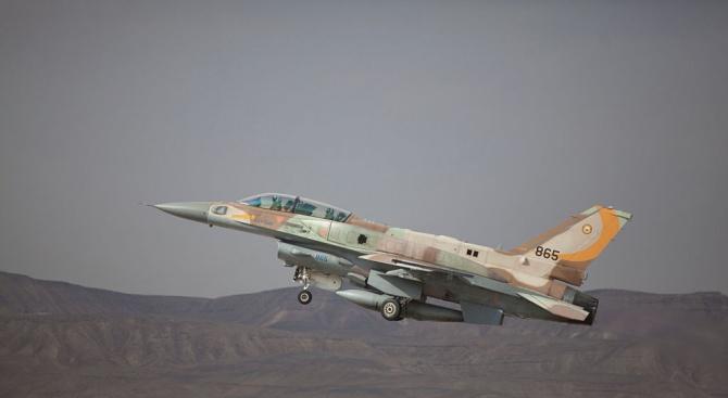 За най-малко 12 поразени цели при снощните удари на израелската