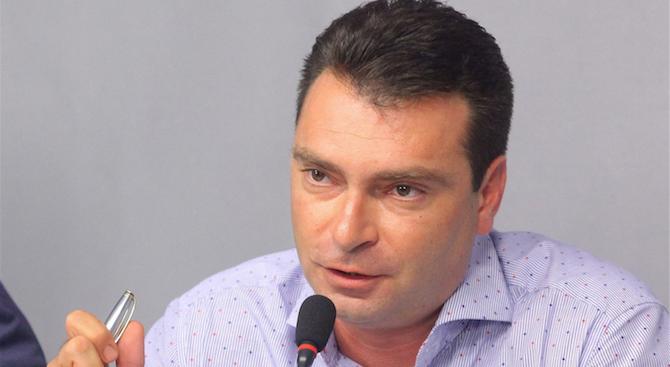 Позор е единственото определение за отсъствието на тримата български евродепутати