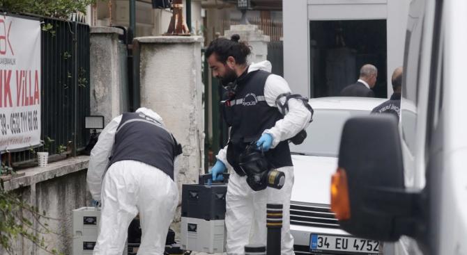Двама полицаи бяха простреляни в раойна на турско летище, предаде