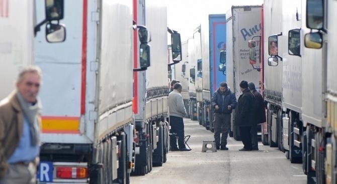 Интензивен е трафикът за товарни автомобили на изход на ГКПП