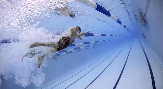 Десет деца бяха обгазени с препарати при тренировка по плуване