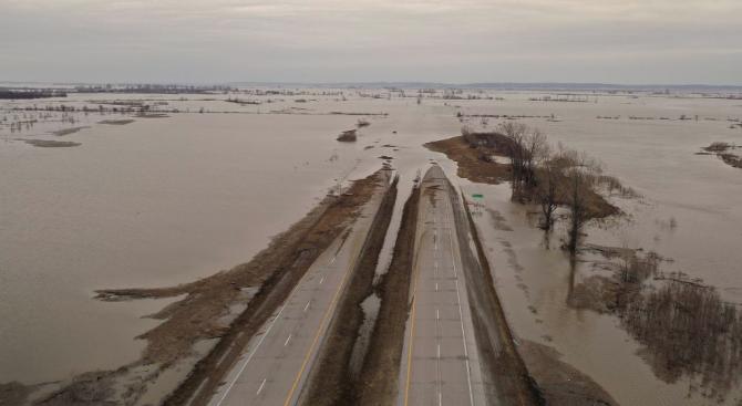 Броят на жертвите при безпрецедентните наводнения в Иран надхвърли 40.