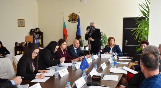 На консултации при областния управител на Перник не беше постигнато съгласие за състава на РИК