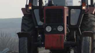 Младеж с трактор уби 73-годишен мъж след отнемане на предимство в Славяново