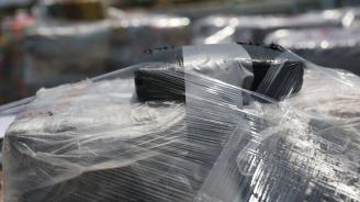 Откриха 800 кг кокаин в преобърната лодка на плаж в Румъния