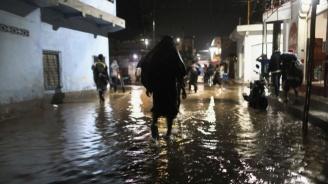 Наводнения взеха най-малко 17 жертви в Южен Иран