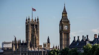 Британският парламент ще гласува по три предложени промени в следващите стъпки на премиера Мей