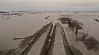 Броят на жертвите при наводненията в Иран надхвърли 40