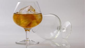 Разработват синтетичен алкохол, който не предизвиква махмурлук
