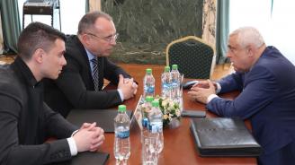 Министър Порожанов обсъди с румънския си колега мерките срещу африканската чума по свинете