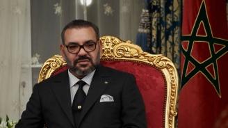 Мъж се затича към автомобила на мароканския крал по време на визитата на папа Франциск