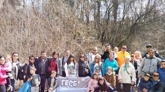 """Над 100 души се включиха в поход на ГЕРБ-София по екопътека """"Пътека на здравето"""" в Банкя"""