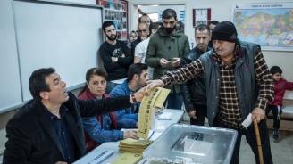 Насилие беляза местните избори в Турция