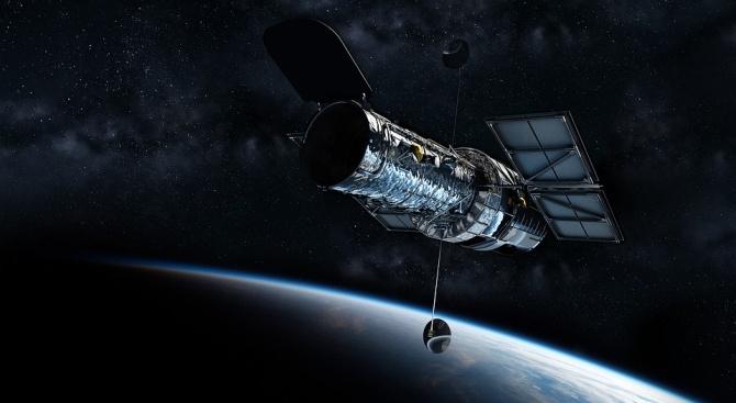 """Телескопът """"Хъбъл"""", както и няколко земни телескопа, заснеха две тесни"""