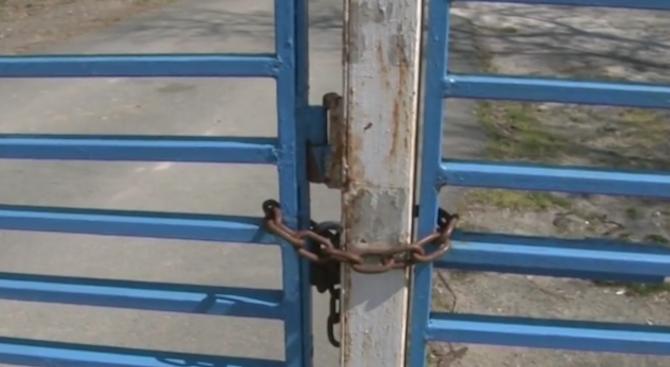 Ограничен е достъпът до плажа Аркутино. От седмици метални врати
