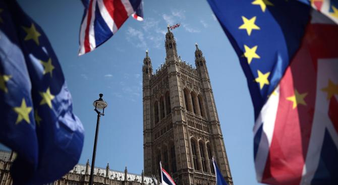 Британската опозиционна Лейбъристка партия заяви, че ще подкрепи три алтернативни