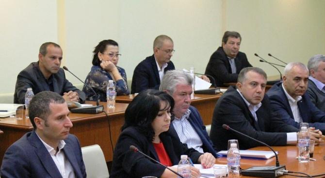 """Снимка: Министър Петкова запозна синдикатите с изпълнението на мерките за стабилизиране на ТЕЦ """"Марица-изток 2"""""""