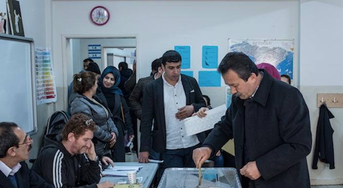 Управляващите в Турция внесоха жалби срещу резултатите от местните избори.