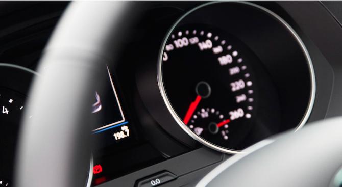 Нови скоростни рекорди по пътищата у нас. Шофьор беше засечен