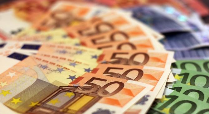 Месечната заплата на един евродепутат е точно 8 757,70 евро,