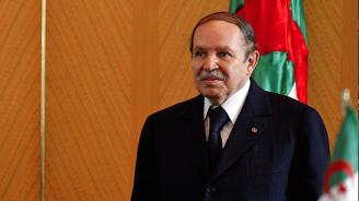 Алжирският президент подаде оставка след натиск от военните